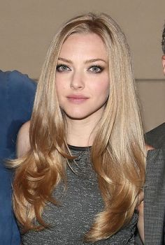 Petra Guglielmetti, Blogger at Glamour.com, talks about Amanda Seyfried's eye shadow.  Beautiful!