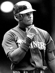 One of the greatest outfielders to EVER play the game! #Ken_Griffey #Seattle #Mariners