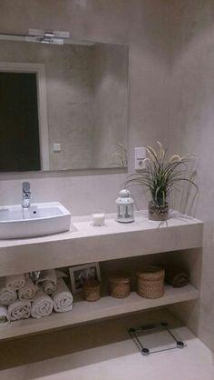 Aplicacion de microcemento en paredes, suelo y mueble/ encimera para baño.