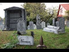Davis Graveyard is a faux graveyard and the statues are constructed of cardboard, paint, and other materials. The family does this for Halloween. Diy Halloween Graveyard, Halloween Coffin, Halloween Tombstones, Halloween Queen, Halloween Displays, Halloween Snacks, Outdoor Halloween, Holidays Halloween, Fall Halloween