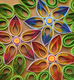 Step By Step Guide On How To Make Paper Quilling Flowers – Quilling Techniques Quilled Roses, Neli Quilling, Quilling Work, Paper Quilling Flowers, Paper Quilling Patterns, Quilling Paper Craft, Paper Crafts, Quilling Ideas, Quilling Flower Designs