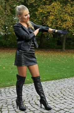Leather mini skirt, shiny pantyhose and black boots Thigh High Boots, High Heel Boots, Heeled Boots, Knee Boots, Black Leather Skirts, Leather And Lace, Looks Country, Sexy Stiefel, Leder Outfits
