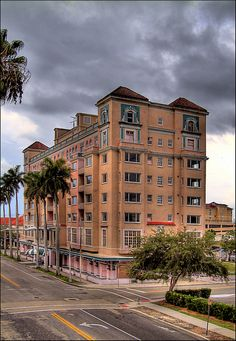 Riverpark Hotel In Bradenton Also Known As The Pink Palace Now A Hampton Inn