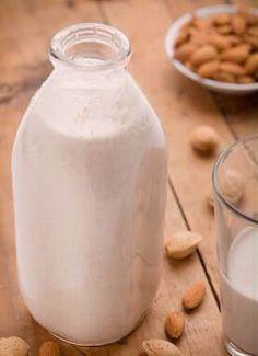 """LEITE DE AMÊNDOAS Ingredientes:  750 ml de água fria  250 gr de amêndoas 250 ml água temperatura ambiente  Vai precisar também:  Um pano de prato ou tecido ( para coar o leite).   -Em um recipiente coloque as amêndoas e os 250 ml de água ambiente  - Deixar essa """"mistura"""" descansando por no mínimo 4 horas ( Nós deixamos 24hrs)  - No liqüidificador bater: a """"mistura"""" (água e amêndoas) e a água fria - Coar no pano de prato, colocando-o como peneira numa leiteira.Levar a geladeira.Consumir em 3…"""