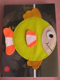 Marcador de peixinho com CD! by Arte & Mimos, via Flickr