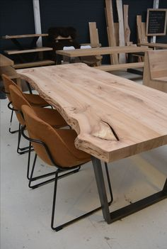 Mooi in verhouding met de slanke stalen po. Rustic tree trunk table made of elm wood. Nice in proportion to the slender steel legs, any size is possible at Leve Wood Slab Dining Table, Wood Table Design, Dining Table Design, Dining Room Table, Rustic Table, Live Edge Furniture, Furniture Design, Küchen Design, Interior Design