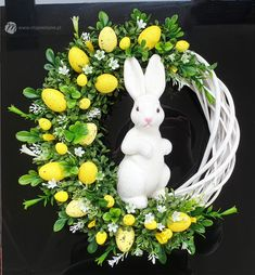 Easy Diy Christmas Gifts, Easter Wreaths, Diy Wreath, Beaded Flowers, Easter Crafts, Spring Flowers, Diy And Crafts, Floral Wreath, Vence