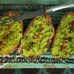 13 egészséges zöldségkrém reggelire | Nosalty Avocado Toast, Guacamole, Mexican, Mint, Breakfast, Ethnic Recipes, Food, Morning Coffee, Eten