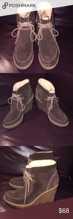 """Michael Kors Sz 8M brown suede wedge ankle bootie Excellent condition,  worn lightly a couple of times 😀 WOOL LINED with a 4"""" rubber sole heel with very minor wear and a soft leather insole 🌷 BUNDLE & SAVE ❤️ Michael Kors Shoes Ankle Boots & Booties"""