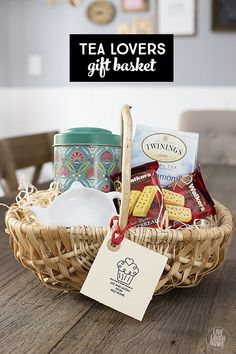 Spread some holiday cheer with these festive and unique DIY Christmas baskets. Here are over 100 fun festive DIY Christmas gift basket ideas. Tea Gift Baskets, Themed Gift Baskets, Gift Basket Themes, Picnic Baskets, Creative Christmas Gifts, Creative Gifts, Creative Gift Baskets, Handmade Christmas, Christmas Crafts