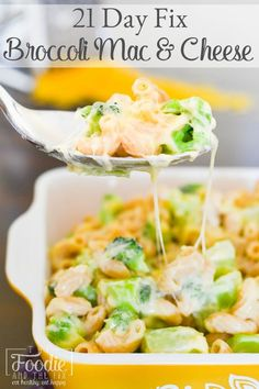 21 Day Fix Broccoli Mac & Cheese is healthy, loaded with veggie goodness, super-creamy, cheesy and filling, and dare I say it? The Perfect Mac & Cheese! 21 Day Fix Snacks, 21 Day Fix Diet, 21 Day Fix Meal Plan, Fixate Recipes, Cooking Recipes, Healthy Recipes, Healthy Meals, Recipe 21, Recipe For Mom