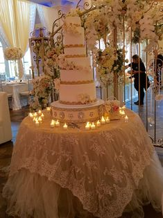Lovely lace linen and a stunning wedding cake.