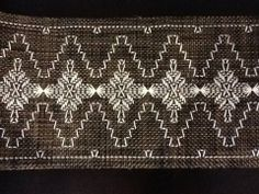 Swedish Weave table runner on plastic runner bought from Wal-mart. Swedish Embroidery, Hand Embroidery, Embroidery Designs, Crochet Cross, Filet Crochet, Creative Crafts, Diy And Crafts, Huck Towels, Monks Cloth