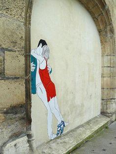 Street art de couples langoureusement enlacés...