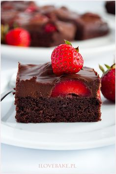 Flourless Chocolate Cake with Chocolate Liquor Ganache Chocolate Cake With Coffee, Dark Chocolate Brownies, Chocolate Liquor, Flourless Chocolate Cakes, Vegan Carrot Cakes, Vegan Cake, Liquor Cake, Decadent Cakes, Cream Frosting