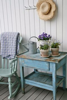 Best Country Decor Ideas for Your Porch - Decorate With Old Rocking Chair - Rustic Farmhouse Decor Tutorials and Easy Vintage Shabby Chic Home Decor for Kitchen, Living Room and Bathroom - Creative Country Crafts, Furniture, Patio Decor and Rustic Wall Art and Accessories to Make and Sell http://diyjoy.com/country-decor-ideas-porchs