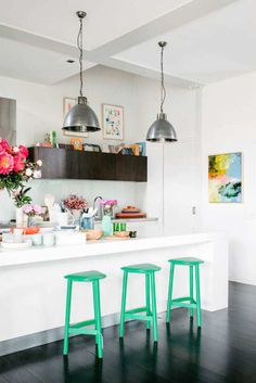 Kitchen décor ideas | Modern eclectic kitchen inspiration | Green décor accents ♥ visit www.wishtank.co.za for more home décor ideas and inspiration