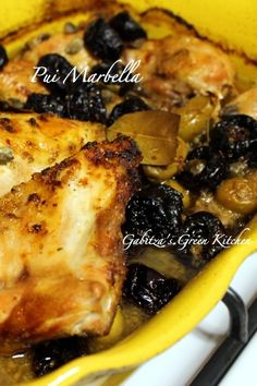 Pui Marbella- o reteta clasica americana, eleganta si delicioasa de pui cu capere, prune uscate si masline verzi. Perfecta pentru mese festive.