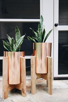 A few weeks ago, I spied these little copper beauties that I couldn't help but imagine would make the coolest planters ever. Turns out, they were trash cans, but at only $15, I had to have them. I brought them home to Brandon, and we decided they needed doctored up a bit. I was inspired by these West Elm planters that are so so beautiful, and hoped that we could DIY these into something similar. The total cost for each planter was only around $20! I'm sooo excited about how they turned out…
