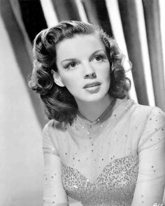 Medium publicity shot of Judy Garland, 1945. Used for promotion of The Harvey Girls.