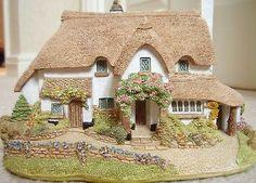 Lilliput-lane-house-Periwinkle-Cottage-12-cm-h-very-decorative-certificate