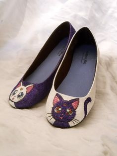 Sailor Moon Artemis and Luna Glitter Shoes. If you are a Sailor Moon fan, these are right up your alley! Sailor Moon Luna, Sailor Venus, Sparkly Shoes, Glitter Shoes, Pink Glitter, Luna E Artemis, Luna Shoes, Moon Shoes, Cat Shoes