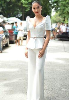 simple but ellegance Modern Filipiniana Dress, Filipiniana Wedding, Philippines Dress, Philippines Fashion, Grad Dresses, Casual Dresses, Barong Tagalog For Women, Filipino Fashion, Corporate Attire