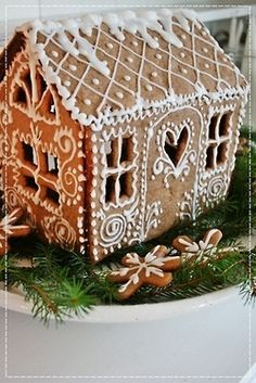 Love the simple white with all the flourishes for this gingerbread house