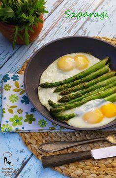 Kulinarne przygody Gatity: Zielone szparagi z sadzonymi jajkami