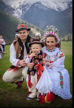 The whole family in a traditional attire, Zdiar, Slovakia.(this is not the couple´s son. It is obvious because the woman is wearing a maiden floral crown, to be worn until the wedding. Married women wore a bonnet) Traditional Fashion, Traditional Dresses, Folk Fashion, Fashion Art, Polish Clothing, Polish Folk Art, Carnival Outfits, Beautiful Costumes, Folk Costume