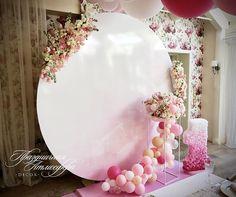"""Очень нежное ванильно-розовое оформление 1-го годика жизни маленькой малышки. ------------------------------------------Декормероприятий:@prazdnichnaya_atmosfera Флористика:@flowers_atmosfera. Доставкашаров:@balloons_decorparty. ------------------------------------------ """"Праздничная Атмосфера"""" г.Новороссийск ул. Памирская 3А тел:+7(918)469-60-42 +7(9887)69-36-44"""