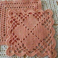 Transcendent Crochet a Solid Granny Square Ideas. Inconceivable Crochet a Solid Granny Square Ideas. Crochet Motifs, Crochet Blocks, Granny Square Crochet Pattern, Crochet Squares, Thread Crochet, Love Crochet, Filet Crochet, Crochet Crafts, Crochet Doilies