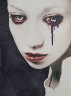 the eyes turn an unresponsive dishwater grey and they bleed from their mouth continuously. blood from eyes seems to be black. Foto Art, Dark Beauty, Horror Art, Macabre, Dark Art, Les Oeuvres, Scary, Creepy Art, Weird Art