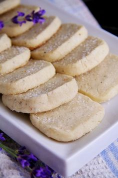 Lavender Shortbread Cookies These are delicious, simple and make your home smell like heaven while they're baking - Rachel Shortbread Biscuits, Shortbread Recipes, Cookie Recipes, Dessert Recipes, Candy Recipes, Dinner Recipes, Just Desserts, Delicious Desserts, Yummy Food
