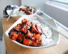 Jeremi's Sticky Orange Tofu Vegan Food, Vegan Vegetarian, Vegan Recipes, Sweet Chili, Bite Size, Vegan Gluten Free, Chicken Wings, Tofu, Orange