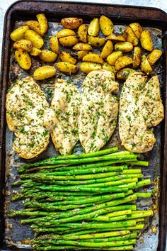 This 30 minute quick sheet pan chicken dinner is like spring on a pan. Just toss chicken, asparagus and potatoes on a pan and bake. The chicken has a nice coating of olive oil and fresh lemon juice wi Ground Beef Stroganoff, One Pan Dinner, Dinner Menu, Keto Dinner, Health Dinner, Clean Eating, Healthy Eating, Breakfast Healthy, Beef Recipes
