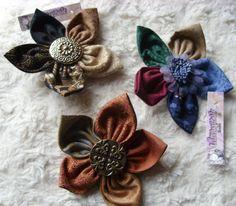 Broches en tissus en forme de fleur à épingler sur un vêtement, un rideau, un coussin, un sac à main, un foulard, un chapeau, manteau... www.linimaginable.com