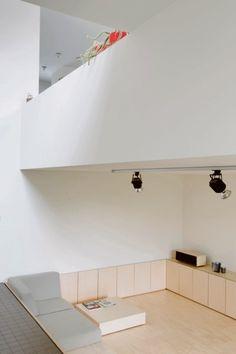 BINNENKIJKEN. Modernistisch huis met split levels - De Standaard: http://www.standaard.be/cnt/dmf20161021_02532328