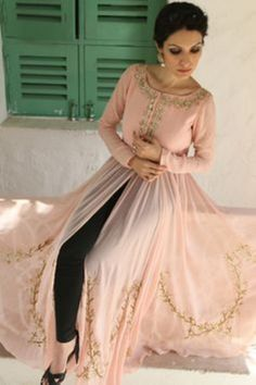 India Emporium is a one stop ethnic wear online store for all your online saree shopping, designer wear, salwar kameez, bridal wear, lehenga cholis & artificial jewellery needs. Indian Attire, Indian Ethnic Wear, Indian Style, Party Kleidung, Desi Clothes, Pakistani Outfits, Pakistani Mehndi, Mehendi Outfits, Indian Couture