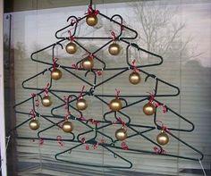 Decoración de navidad: árbol de perchas - Paperblog