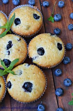 Briose cu afine - CAIETUL CU RETETE Appetisers, Healthy Recipes, Healthy Food, Muffins, Deserts, Goodies, Cupcakes, Cooking, Breakfast