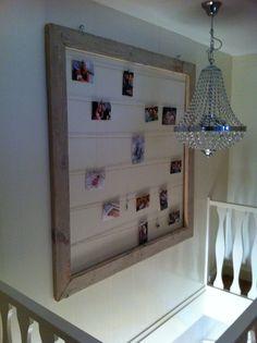Fotoframe steigerhout. In trapgat. Met touwtjes en kleine knijpertjes hangen we er polaroid fotos aan!