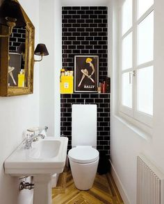 black white small bathroom design   http://bathroommodernstyle.blogspot.com