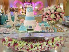 Festa linda da Cinderela.    A decoração leve e delicada foi cuidadosamente projetada pela decoradora Juliana Serafini e os detalhes da fes...