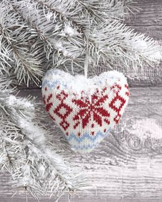 heart, Christmas Designs, Representing leading artists who produce children's and decorative work to commission or license. Merry Christmas Wishes, Christmas Hearts, Christmas Scenes, Christmas And New Year, Red Christmas, Christmas Time, Illustration Noel, Christmas Illustration, Illustrations