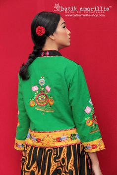 Batik Amarillis's Joyluck 2019 Adorable qipao style which heavenly adorned with floral Hungarian e… – Baby Shop Amarillis, Hungarian Embroidery, Embroidery Techniques, Embroidery Patterns, Boho Tops, Mandarin Collar, Chain Stitch, Ethnic Fashion, Baby Shop