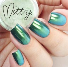Perfect chrome powder manicure by @gotnail using @mitty Green Menace Chrome Nail Art Powder now available at snailvinyls.com!