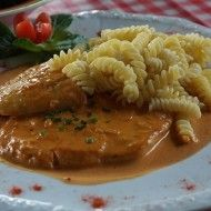 German Rahmschnitzel - In a Creamy Sauce Pork Tenderloin Recipes, Pork Recipes, Cooking Recipes, Healthy Recipes, How To Make Spaetzle, Veal Schnitzel, German Meat, Chicken Filet, Bratwurst