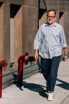 The Best Street Style at New York Fashion Week: Men's Cheap Mens Fashion, Big Men Fashion, New York Fashion, Look Fashion, Fashion Vest, Fashion Guide, Fashion Sites, Womens Fashion, New Yorker Street Style