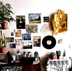 Uni Room, Dorm Room, Dorm Desk, Dorm Walls, Deco Cool, Grunge Room, Tumblr Rooms, Aesthetic Room Decor, Vintage Room